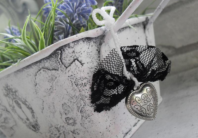 romantyczna postarzana osłonka na doniczkę z koronką