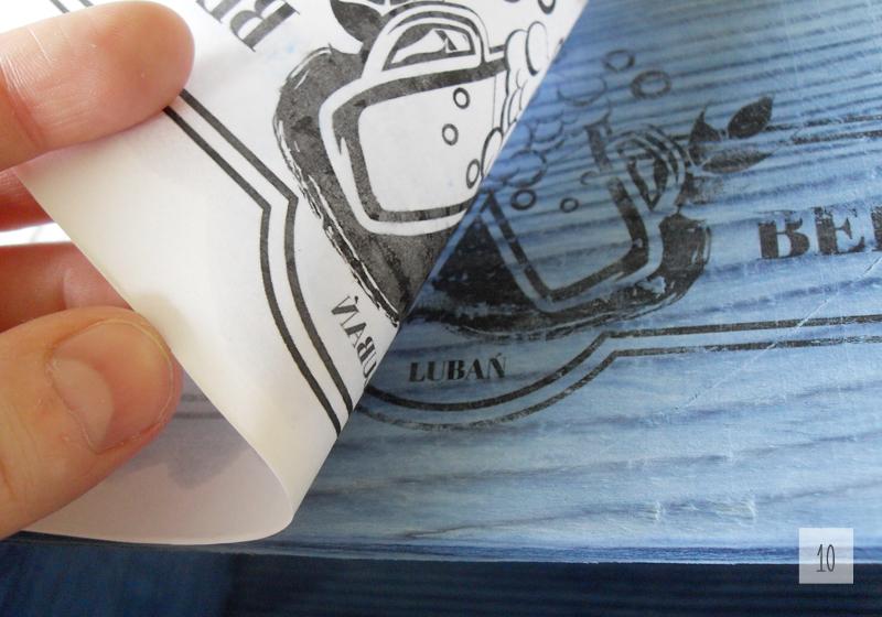postarzane bielone nosidło na piwo diy z transferem wydruku