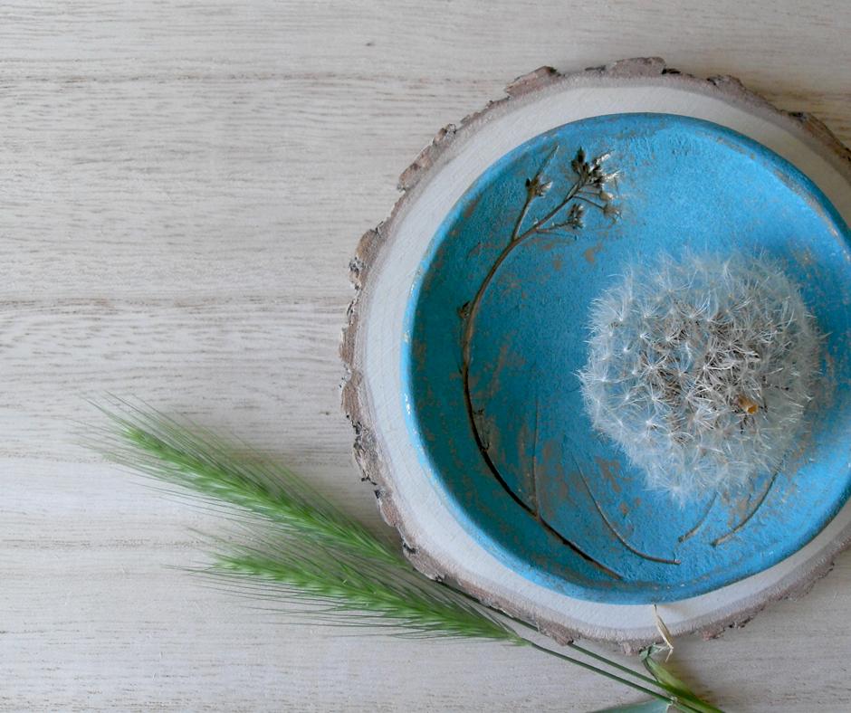 turkusowo złota postarzana miseczka z roślinką diy